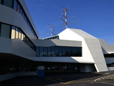 Objekt za kontrolo in vodenje zračnega prometa na letališču Jožeta Pučnika Ljubljana